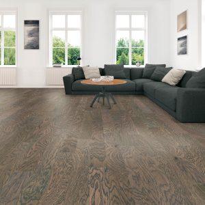 Hardwood flooring for modern living room | Color Interiors